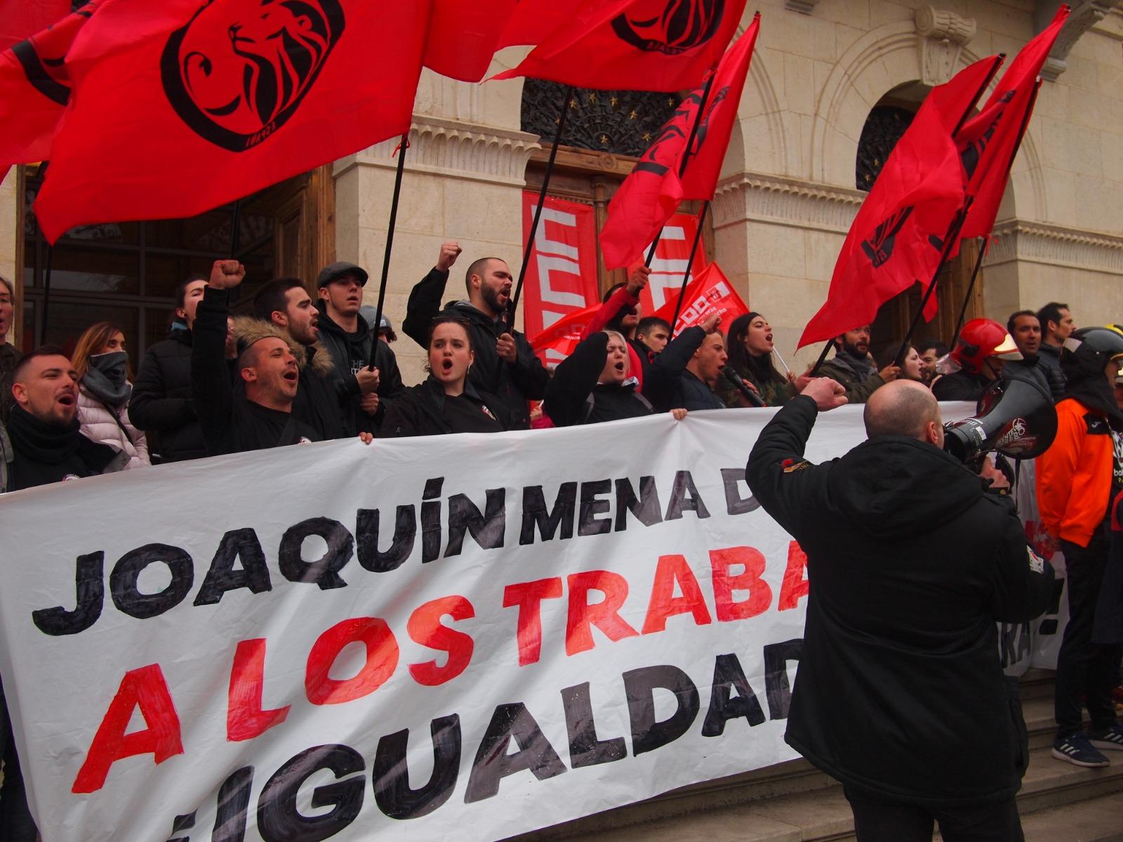 Concentración En Apoyo A Los Bomberos De Cuenca