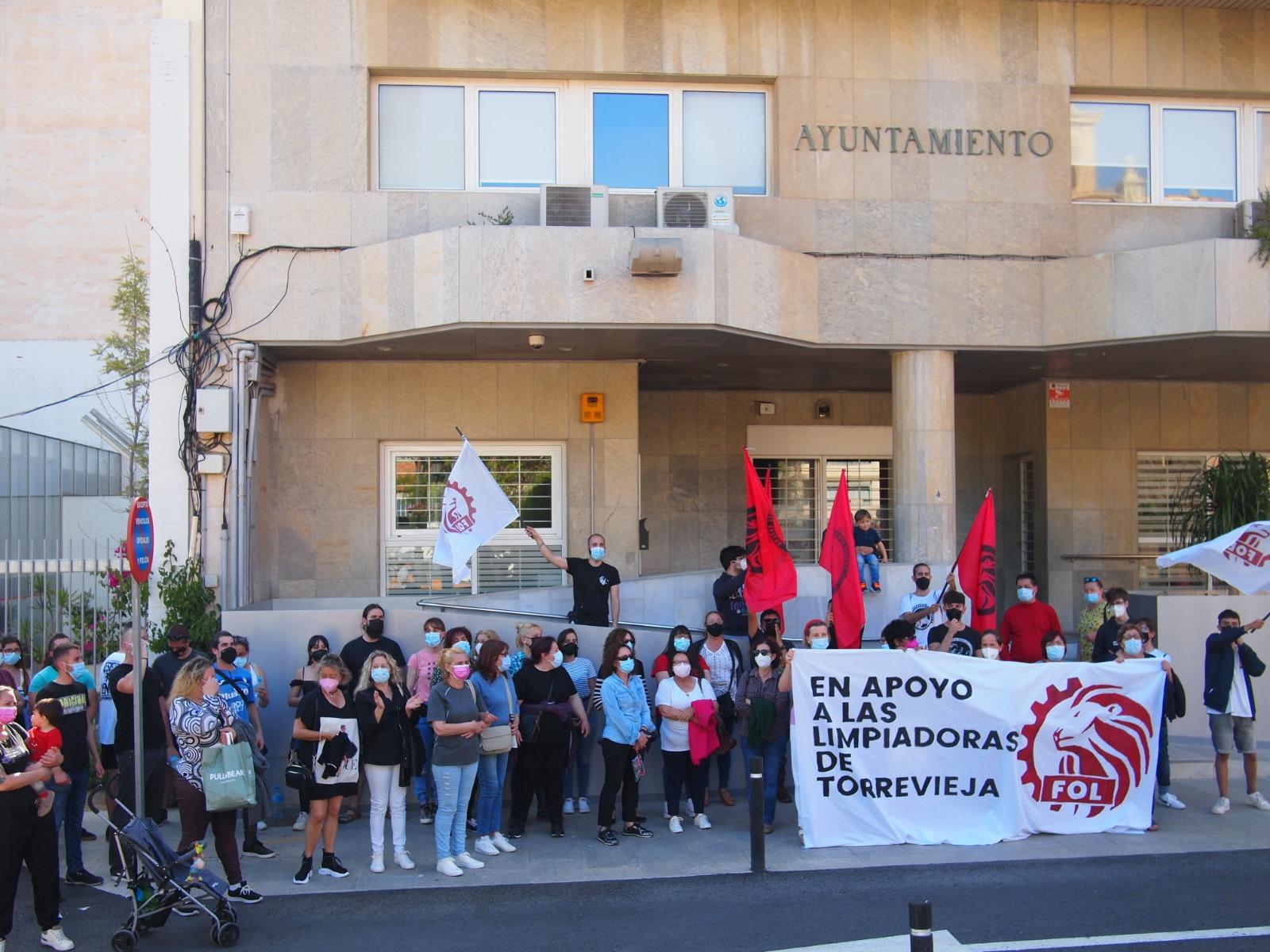 Concentración Junto A Las Trabajadoras De La Residencia De 3°edad De Torrevieja